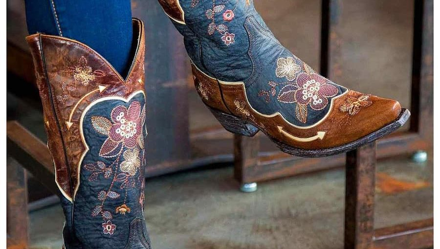 Cizme cowboy dama la moda