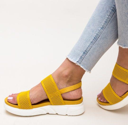 Sandale cu gauri pentru femei